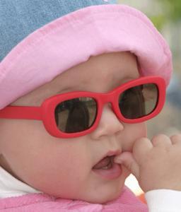Proteggere dal sole di primavera la pelle del bambino